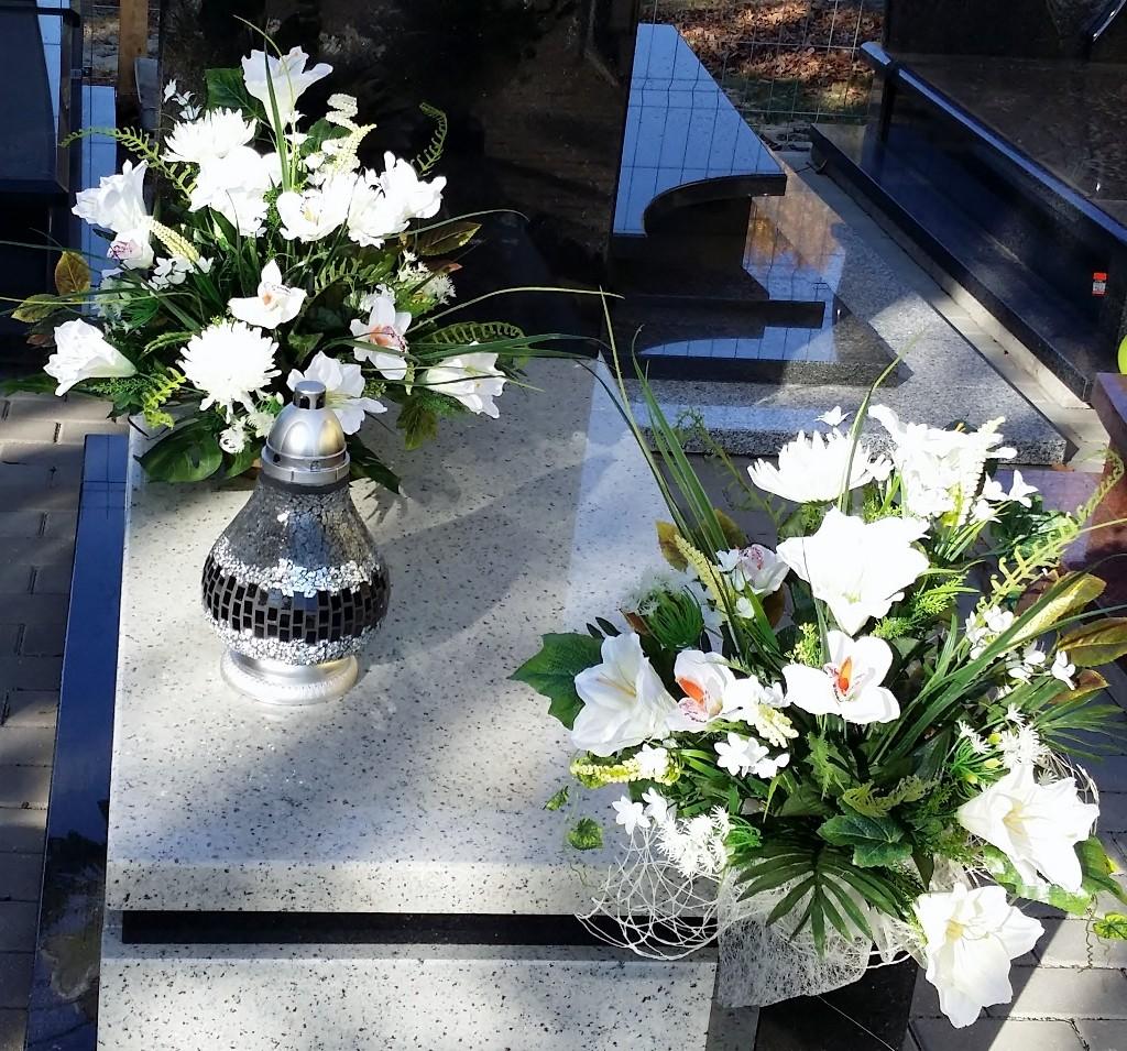 Stroik na cmentarz, grób, nagrobek